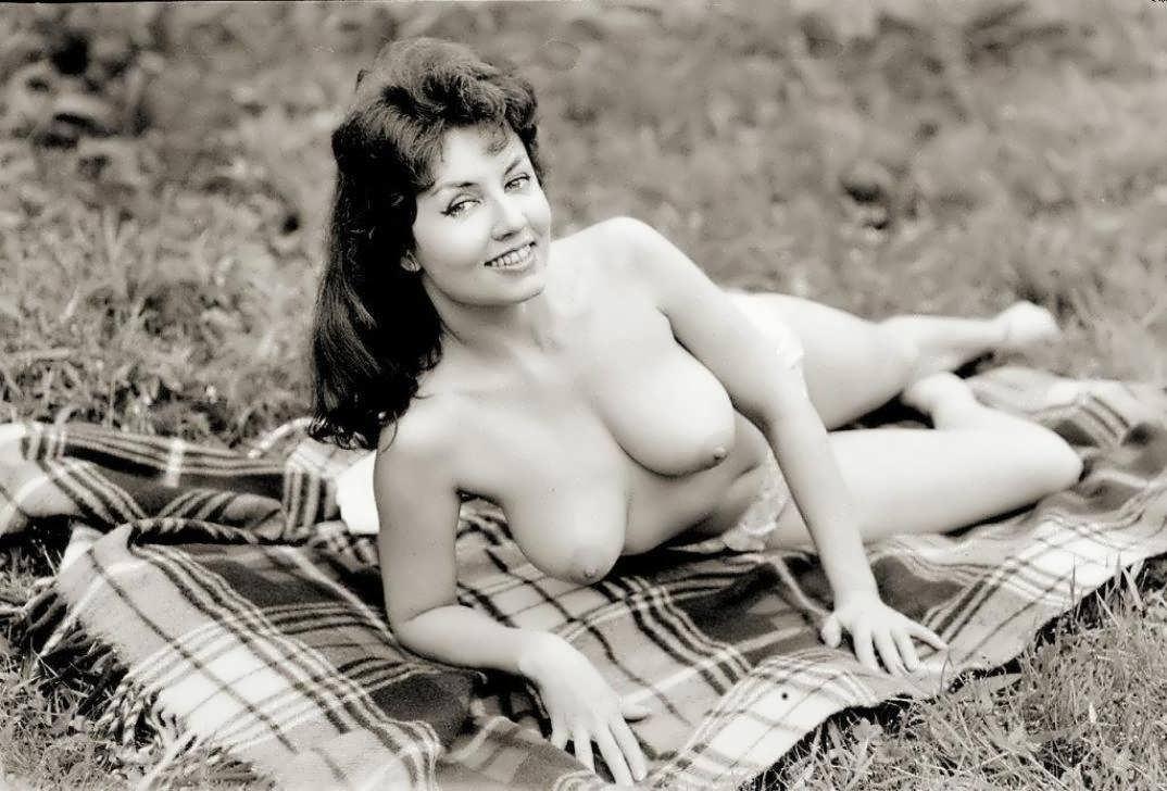 друга-зубрилы снабжать фото женщин италии эротика уже достаточно промокла