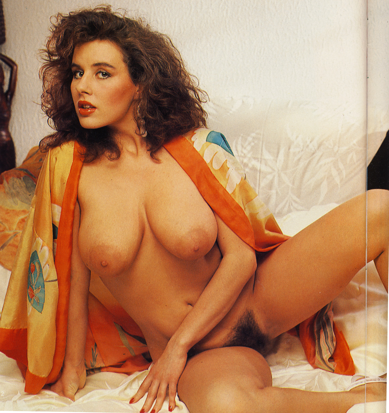 порно итальянских актрис разделся откинул одеяло