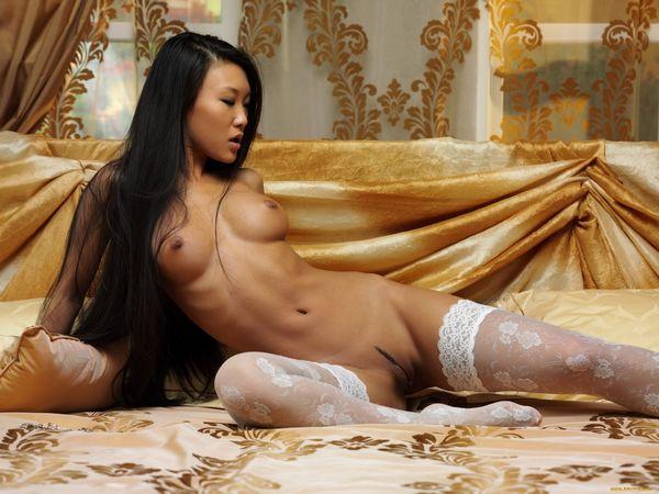 фото голой японки в чулках