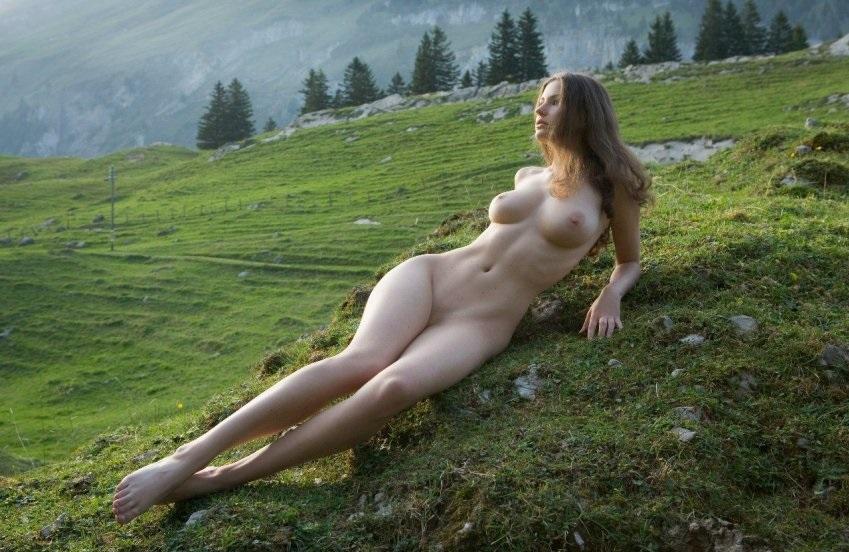голые на природе фото