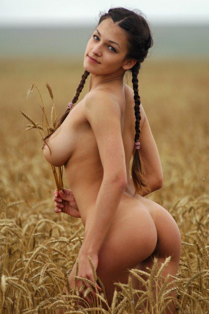 голые девушки на природе фото онлайн